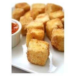 Chrumkavé tofu z ryzou a šalátom
